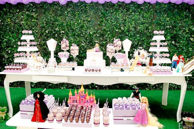 Festa com o tema Rapunzel, perfeita para as princezinhas!